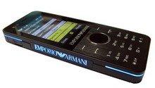 Модные телефоны от Armani