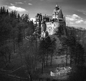 Замок Влада Цепеша, который переименовывался в Дракулу