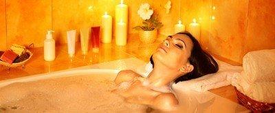 Ванна с аромосвечами помогает лучше расслабиться