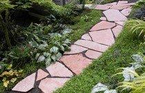 Основные видовые и стилистические направления в оформлении дорожек в саду