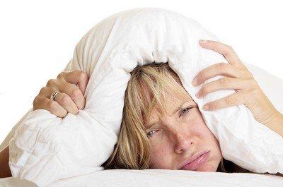 При проблемах с засыпанием нужно прекратить пить перед сном кофе, алкоголь и бросить курить