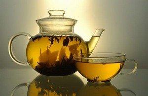 Заваренный чай можно хранить до суток - это ложь
