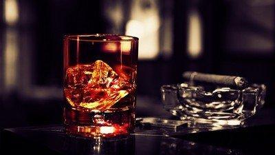 Как правильно пить ром и виски?