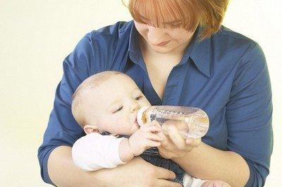 Допаивание ребенка из бутылочки