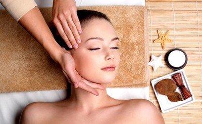 Точечный массаж головы с успехом применяется в косметологии