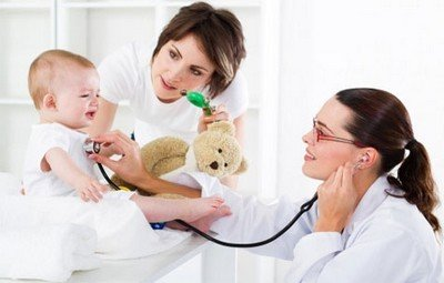 Врач-педиатр всегда поможет разораться с причинами срыгивания
