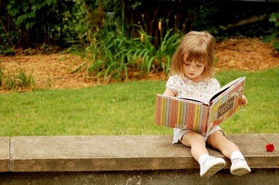 Книга и ребенок - словосочетание, которое в наше времена, к сожалению, звучит странно