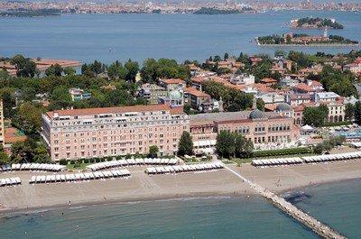 Отель «Excelsior» на берегу венецианского острова Лидо