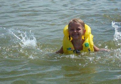 Учимся плавать на естественном водоеме