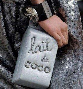 Сумочка от Chanel в виде пакета молока