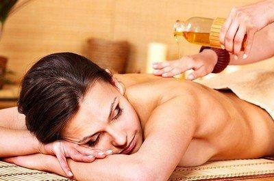 Медовый массаж - один из шагов медового экспресс-похудения
