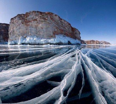 Уникальная чистота льда замерзшего озера Байкал