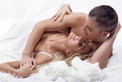 Почему интимная близость по утрам способствует карьерному росту?