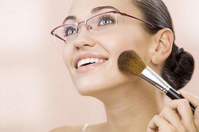 Очки и макияж - как их сочетать?