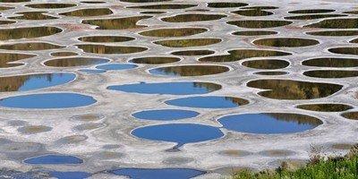 Пятнистое озеро «Клилук» в Канаде