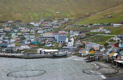 Поселок «Фуглафьордур» - красота острова Эстурой