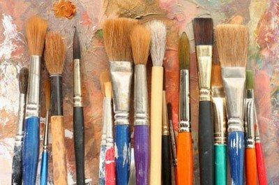 Художественные кисти - один из инструментов, применяемых в арттерапии
