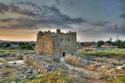 Развалины древнего города Неаполя Скифского в Симферополе