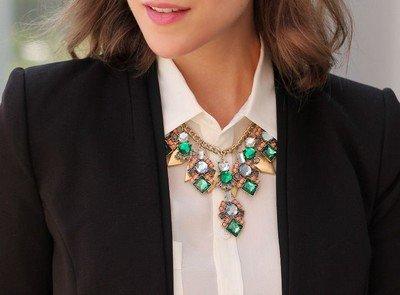 Ожерелье под деловой костюм