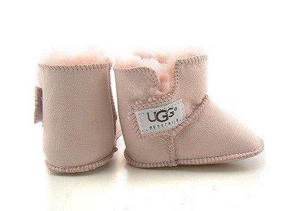 Меховые детские ботинки от бренда UGG