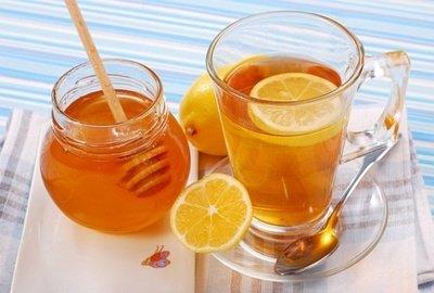 Медово-лимонный напиток - отличный заменитель кофе по утрам