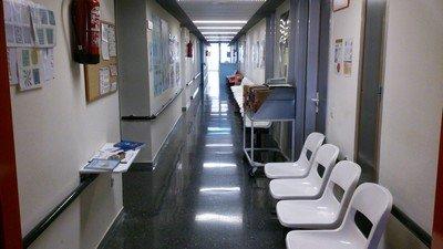 Коридор в офтальмологии с санитарными бюллетенями