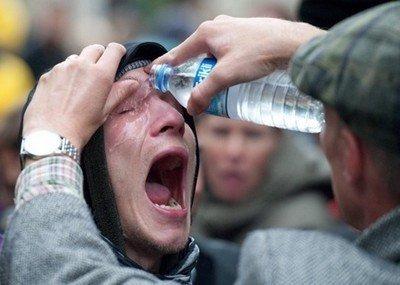 Первая помощь при попадании в глаза ядохимикатов и боевых отравляющих веществ