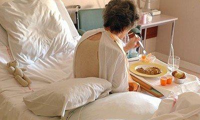 Питание больного человека