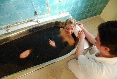 Грязевые ванны для больных гемофильными гемартрозами