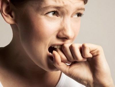 Психастения у ребенка-подростка, выражающаяся в закусывании пальцев