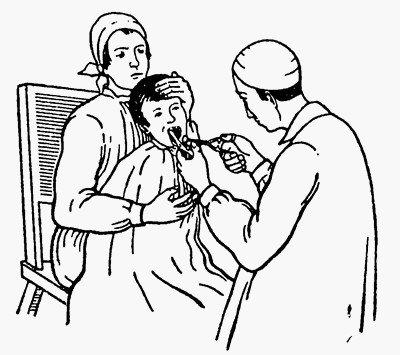Раскрывание рта роторасширителем. Положение ребенка при раскрывании рта.