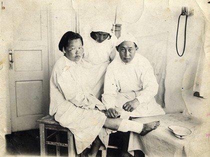Монгольские врачи
