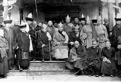 Ламы-эмчи - представители ламской медицины