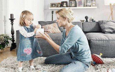 Няня обучает ребенка-воспитанника