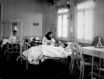 Больной и медицинская сестра