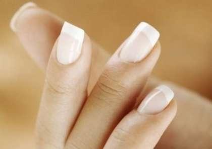 Как добиться белых кончиков на ногтях рук?