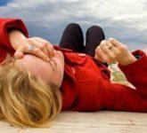 Без чувств: почему случается обморок?